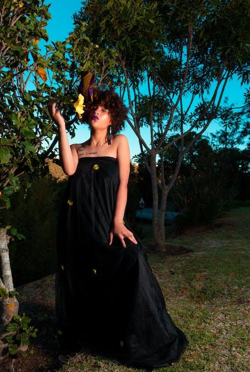 Gratis stockfoto met actrice, bloem, bomen, fashion