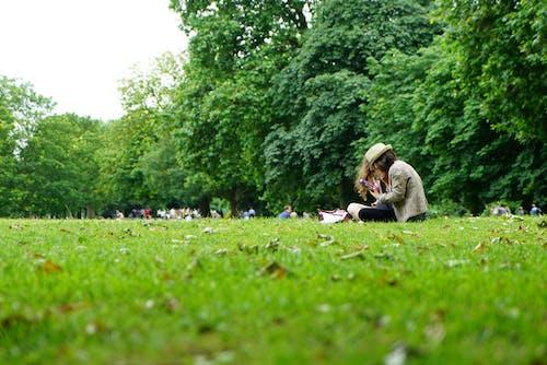 Ảnh lưu trữ miễn phí về bãi cỏ, cánh đồng, cỏ, cô gái