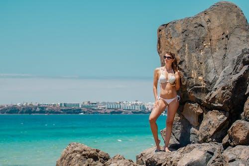 Fotos de stock gratuitas de bikini, Gafas de sol, mujer, playa