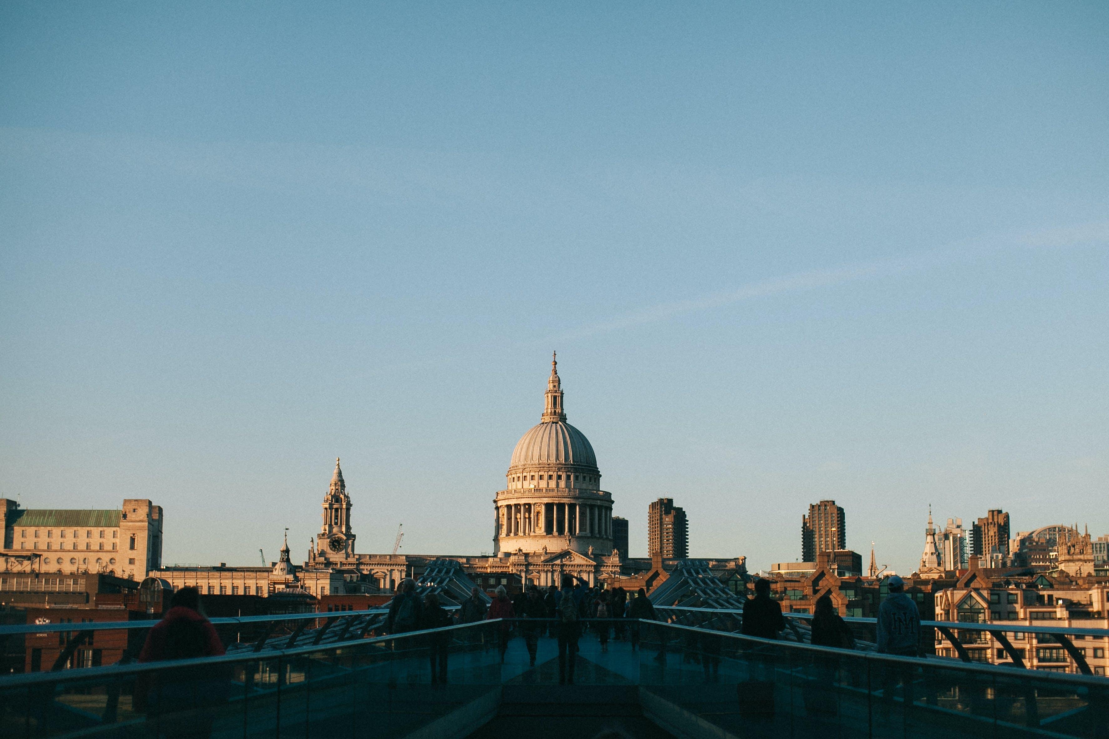 Gratis lagerfoto af administration, arkitektur, bro, by