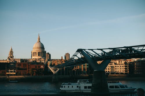 Darmowe zdjęcie z galerii z architektura, budynek, miasto, most
