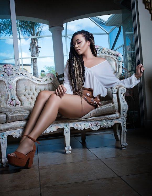 afroamerikansk kvinde, afslappet, attraktiv