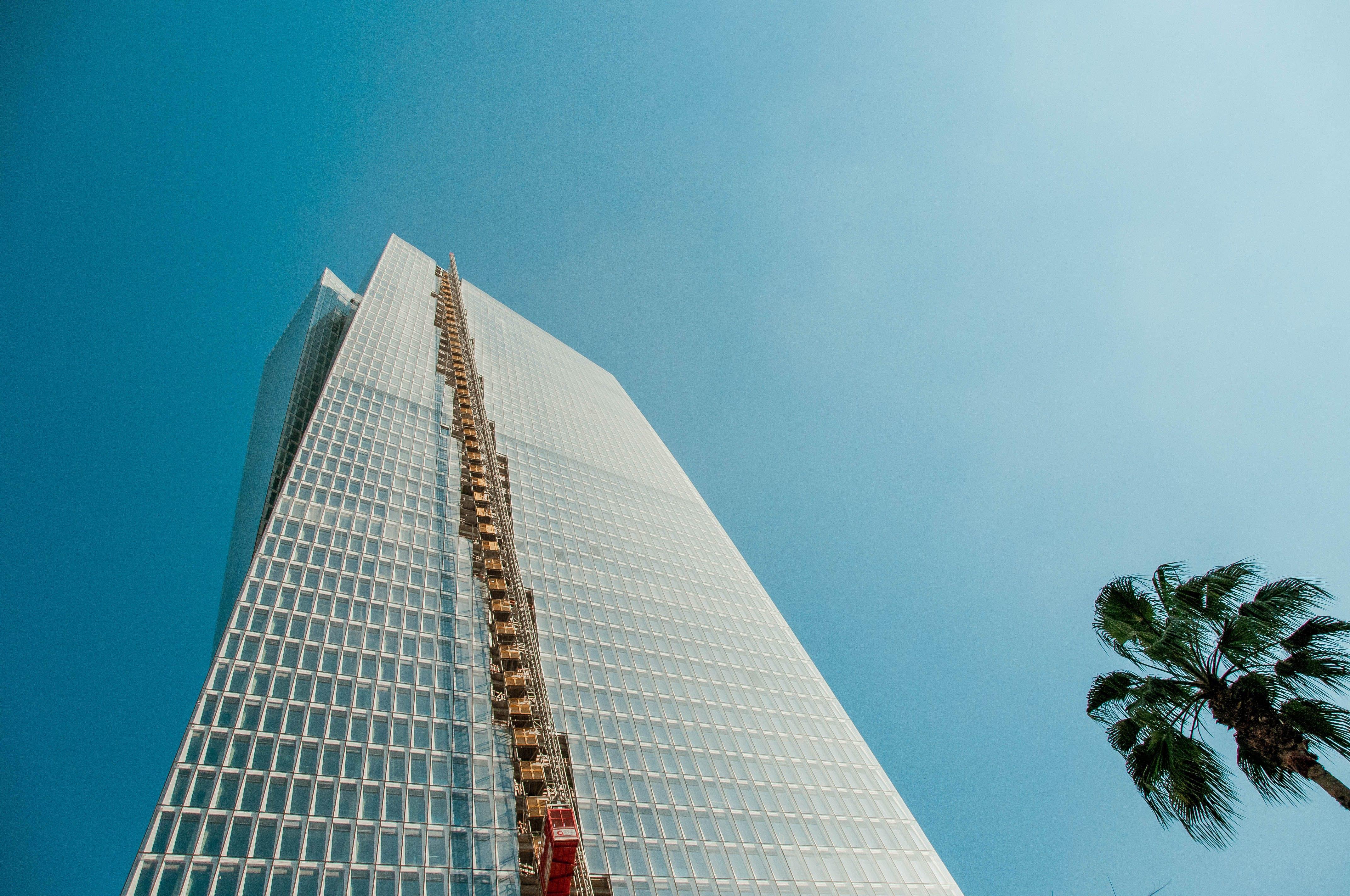 คลังภาพถ่ายฟรี ของ ตึกระฟ้า, ภาพถ่ายมุมต่ำ, มุมมอง, สถาปัตยกรรม
