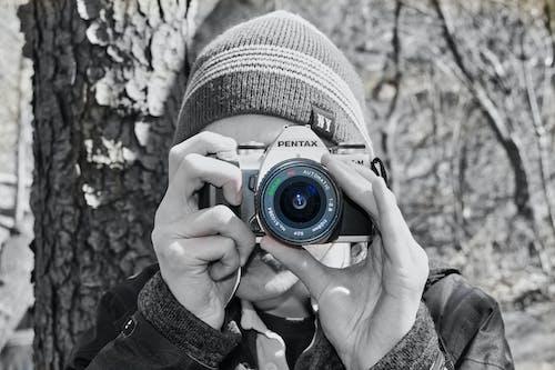 Immagine gratuita di adulto, attrezzatura fotografica, bianco e nero, colore
