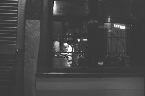 Ingyenes stockfotó éjszaka, fekete-fehér, munka, művész témában