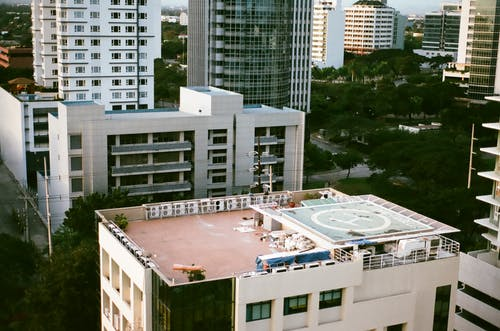 Ingyenes stockfotó építészet, épület, helikopter fel- és leszállóhely, város témában