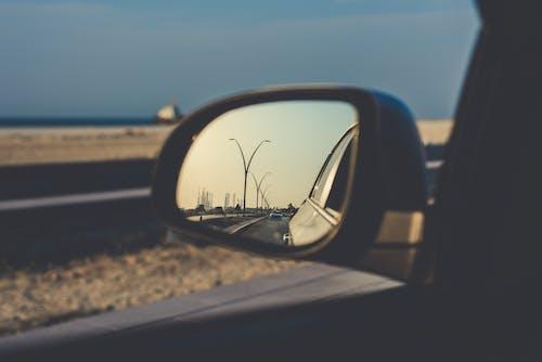 Fotobanka sbezplatnými fotkami na tému asfalt, autá, automobil, bočné zrkadlo