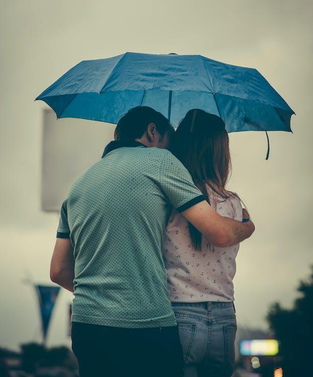 Вулична фотографія, дощ, Закоханий