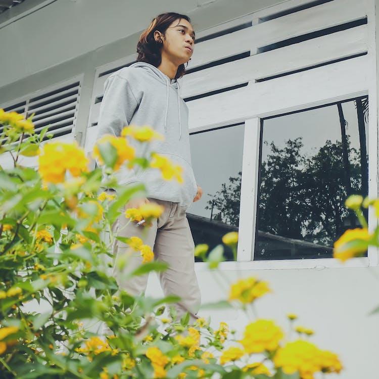 가판대, 꽃, 남자