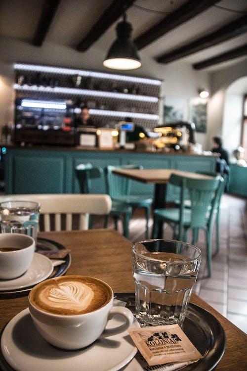 Fotobanka sbezplatnými fotkami na tému bar a kaviareň, čierna káva