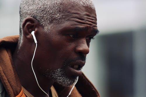 Foto stok gratis earphone, ekspresi muka, laki-laki, potret