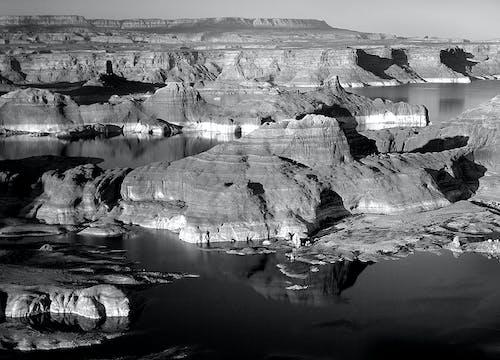 Ilmainen kuvapankkikuva tunnisteilla heijastus, hiekkakivi, joki, kallio