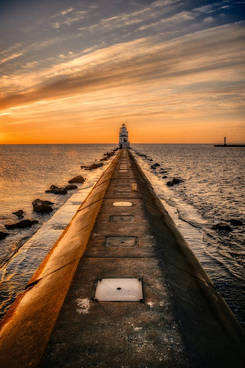 Immagine gratuita di alba, faro, pontile