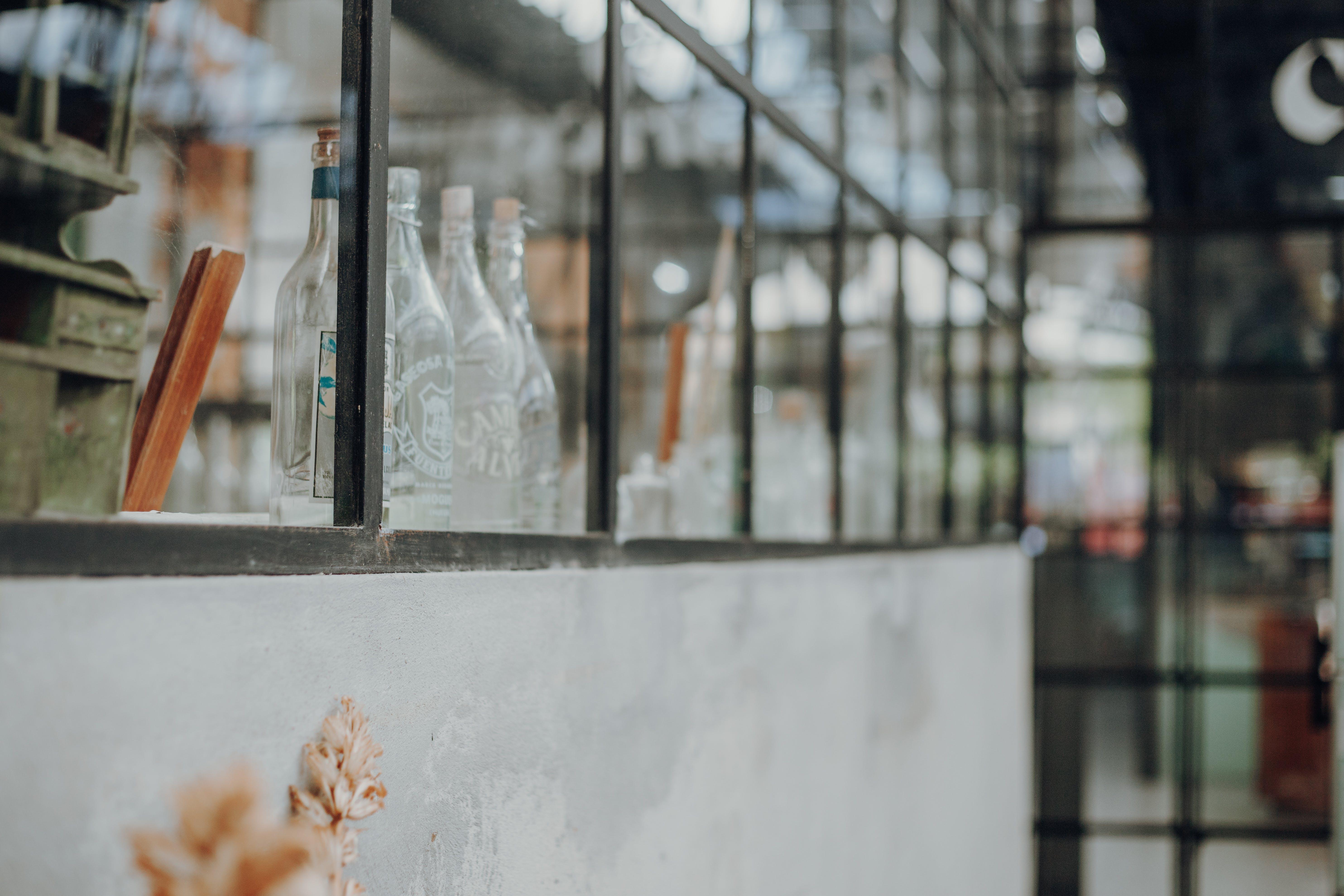 Gratis lagerfoto af flasker, glas, glasting, indendørs