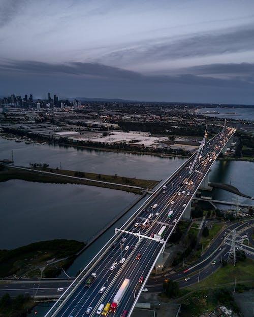 arabalar, çevre yolu, hava çekimi, karayolu içeren Ücretsiz stok fotoğraf