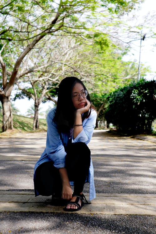 Kostnadsfri bild av jeans, långt hår, naturlig