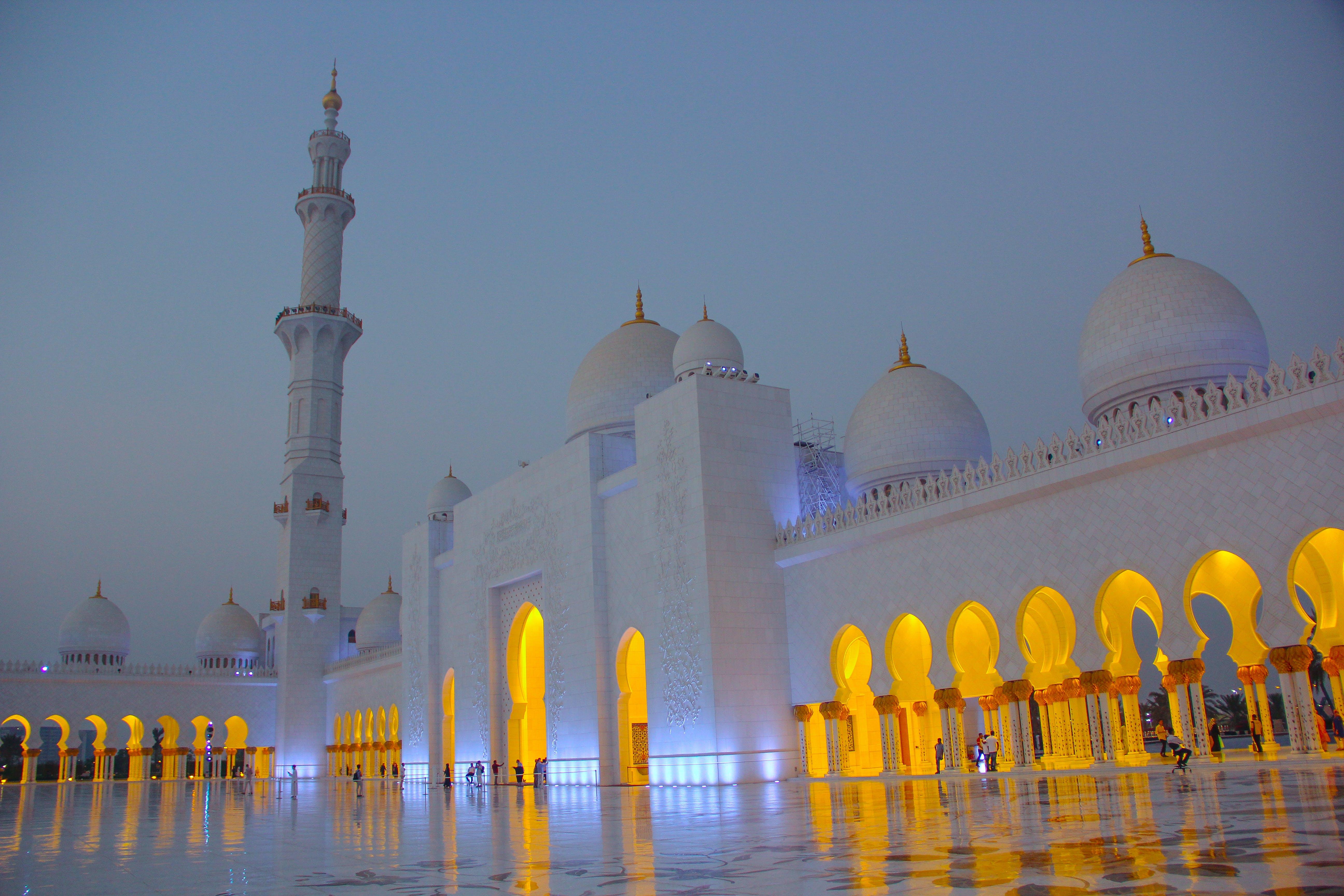 zu abu dhabi, architektur, bögen, gebäude