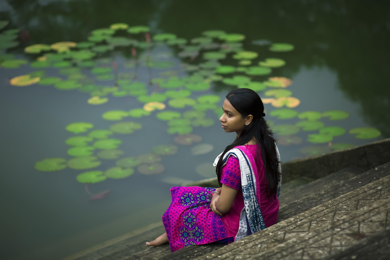 Δωρεάν στοκ φωτογραφιών με αναψυχή, γυναίκα, ενήλικος, καθιστός