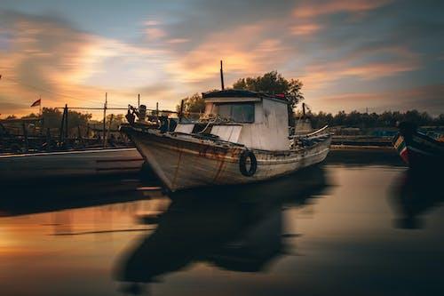 Gratis lagerfoto af fiskekutter, fiskerbåde, fortøjet