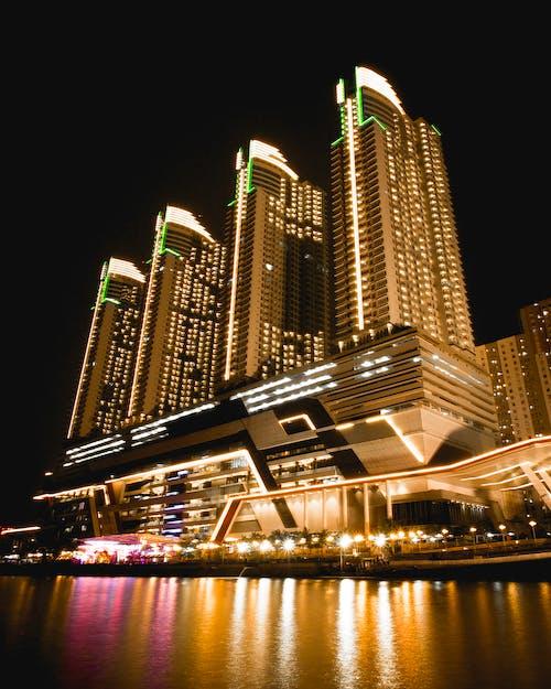 คลังภาพถ่ายฟรี ของ กลางคืน, การสะท้อน, ตึกระฟ้า