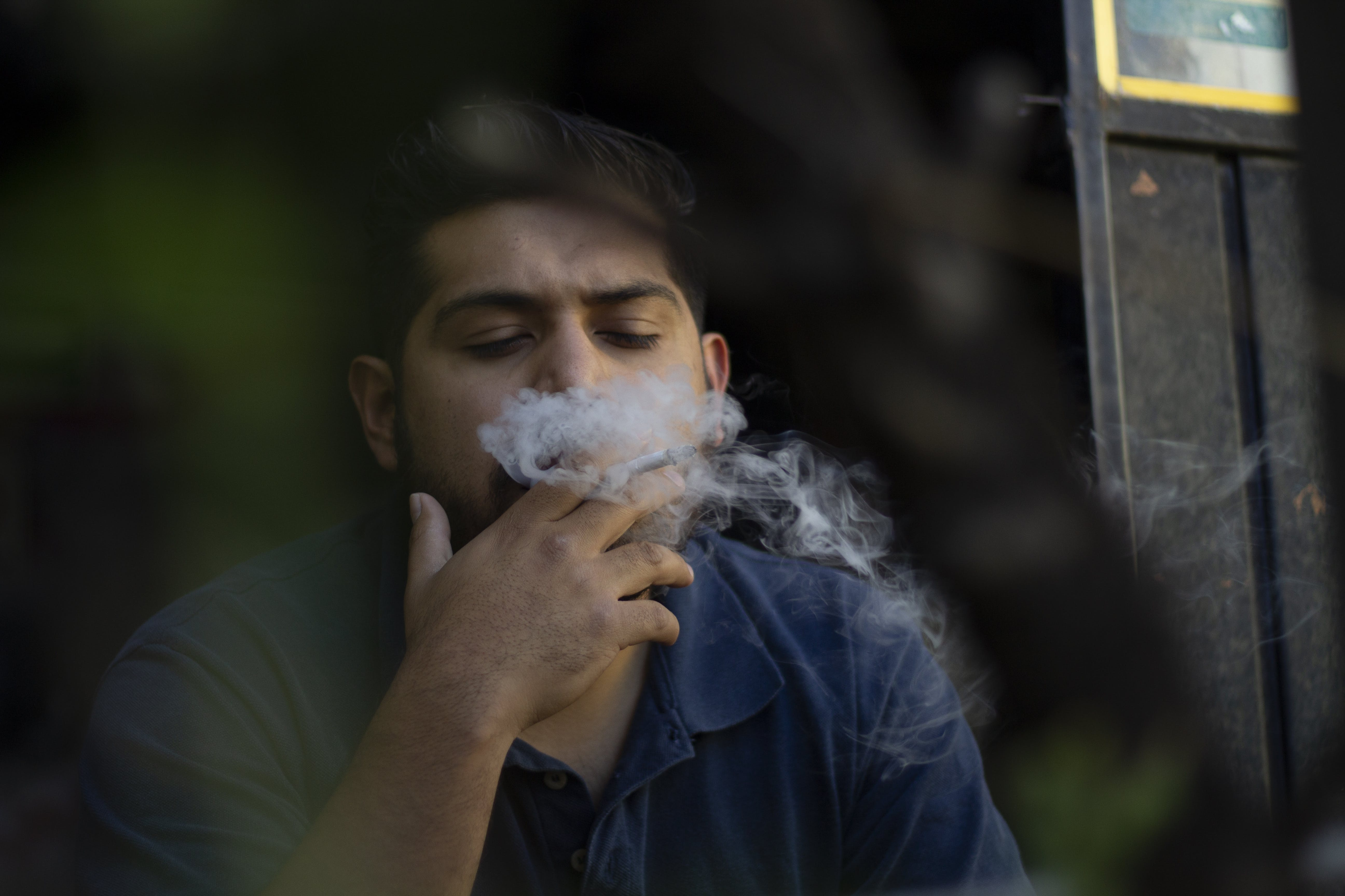 人, 抽煙者, 拉丁美洲人, 日光 的 免费素材照片