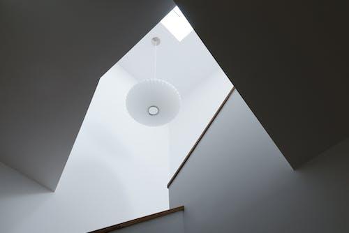 Kostenloses Stock Foto zu design, licht, stufen, weiß