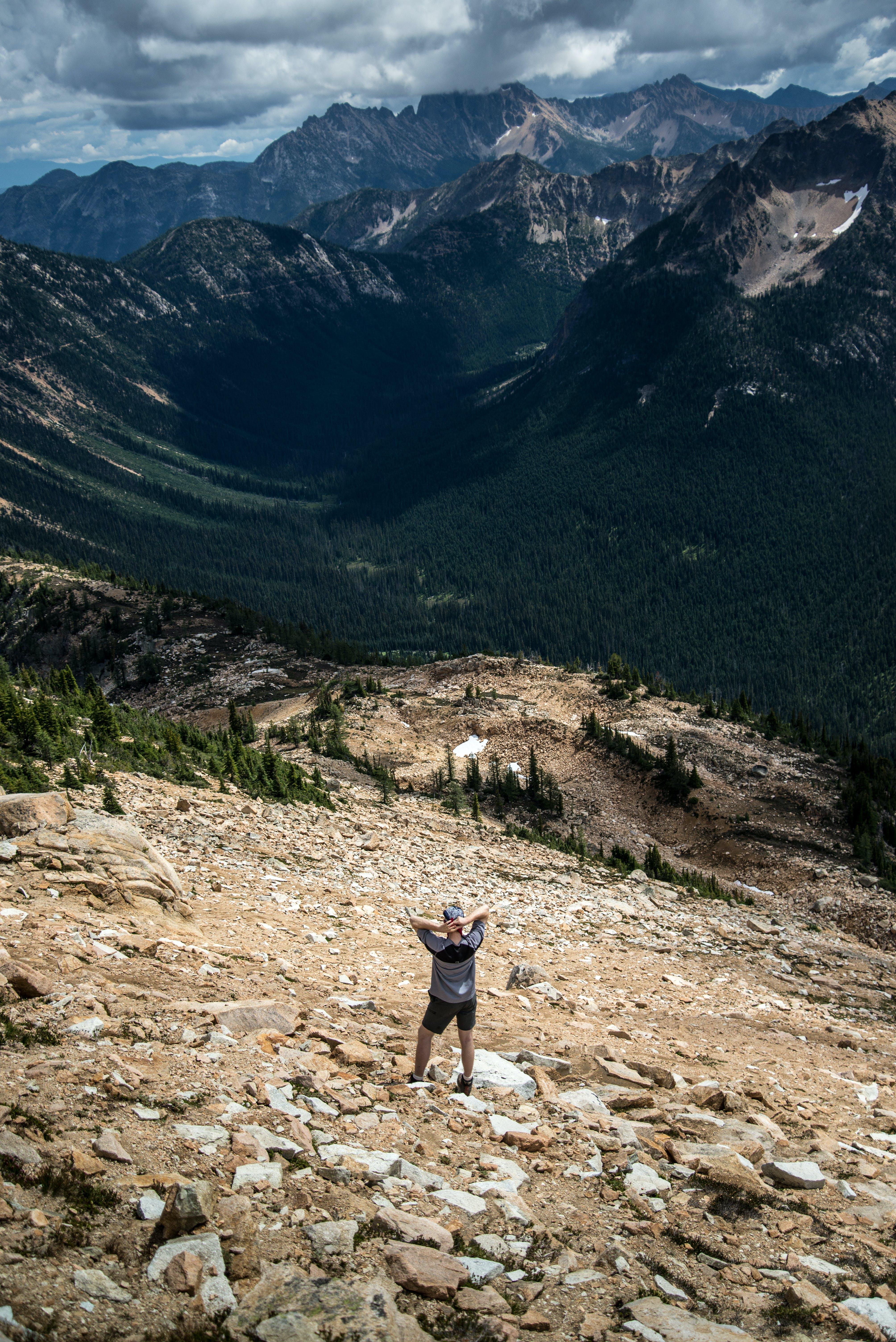 Fotobanka sbezplatnými fotkami na tému hory, tuláctvo, turista