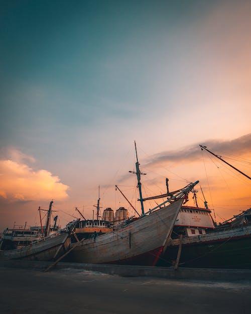 คลังภาพถ่ายฟรี ของ กลางแจ้ง, จอดเรือ, ช่วงแสงสีทอง