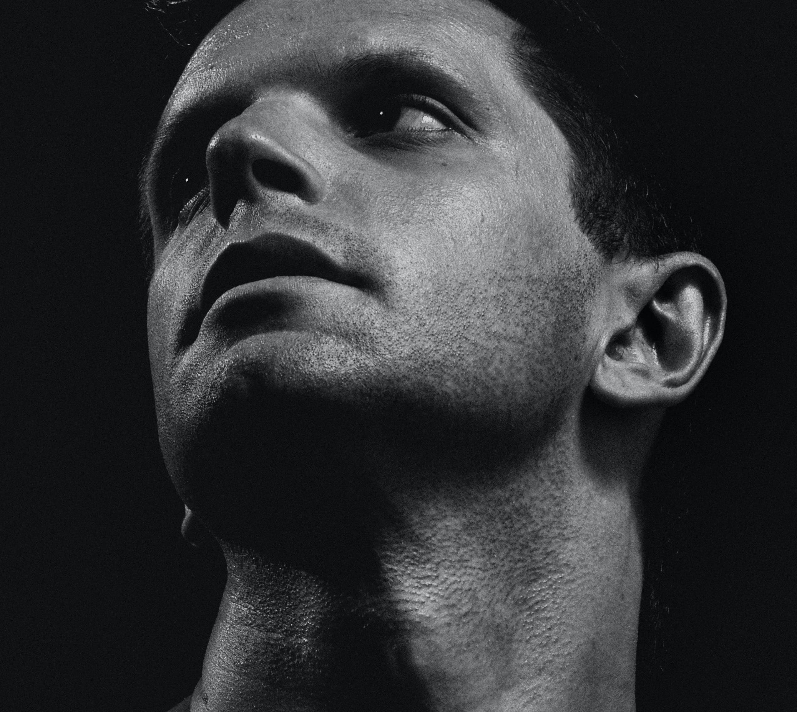 Free stock photo of портрет, студия, черное и белое, человек