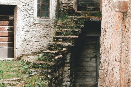 Fotos de stock gratuitas de escaleras, Italia, marrón, musgo