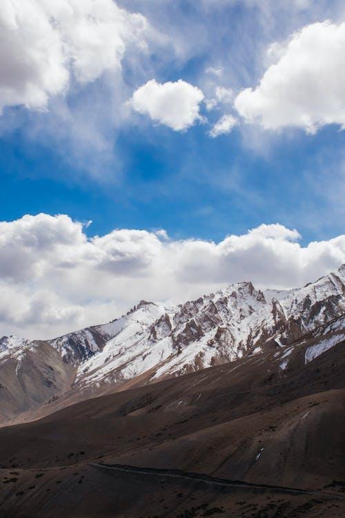 Photos gratuites de blue mountains, ciel bleu, formation de nuages, himalaya