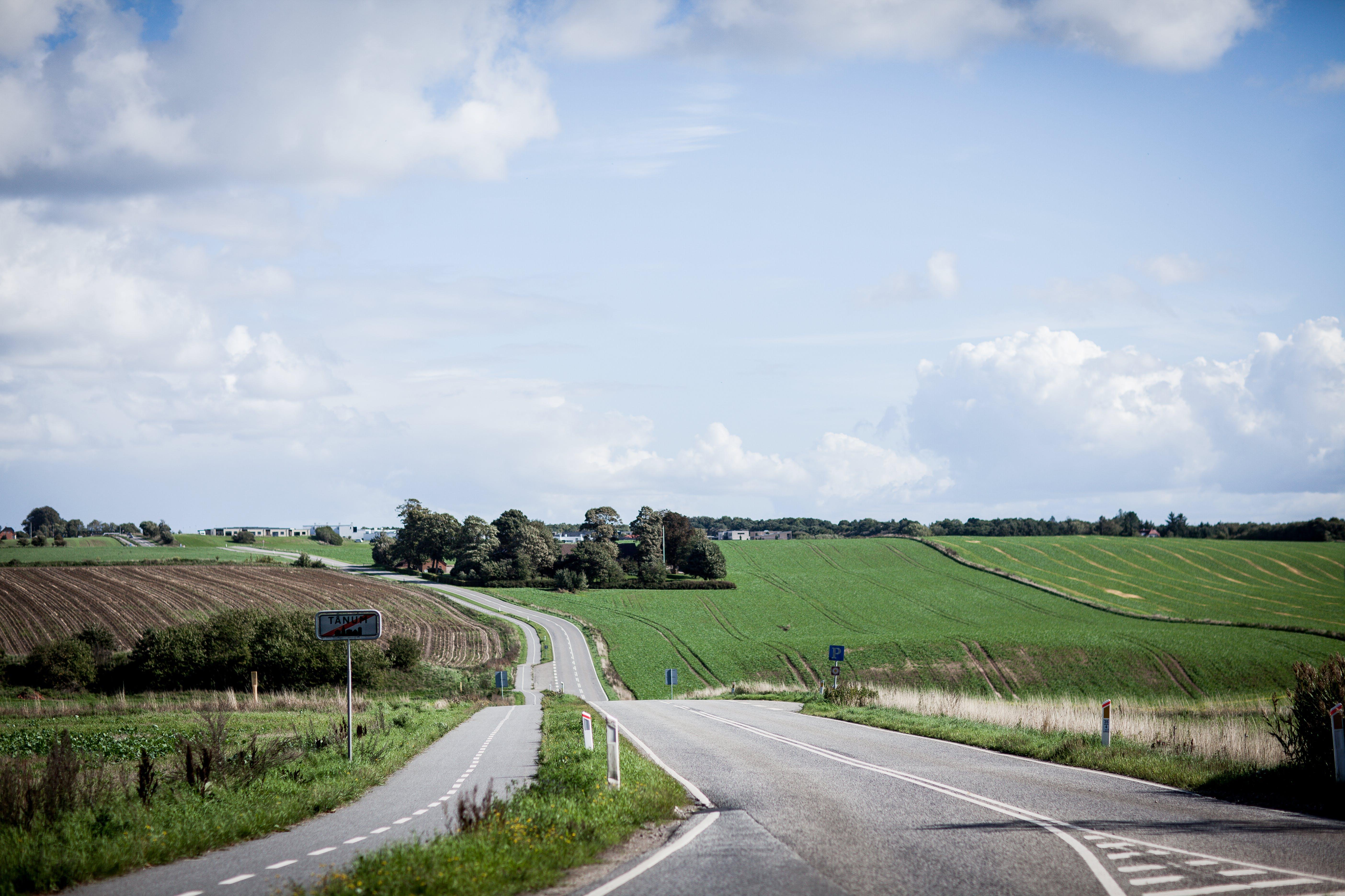 Fotobanka sbezplatnými fotkami na tému asfalt, cesta, denné svetlo, farma