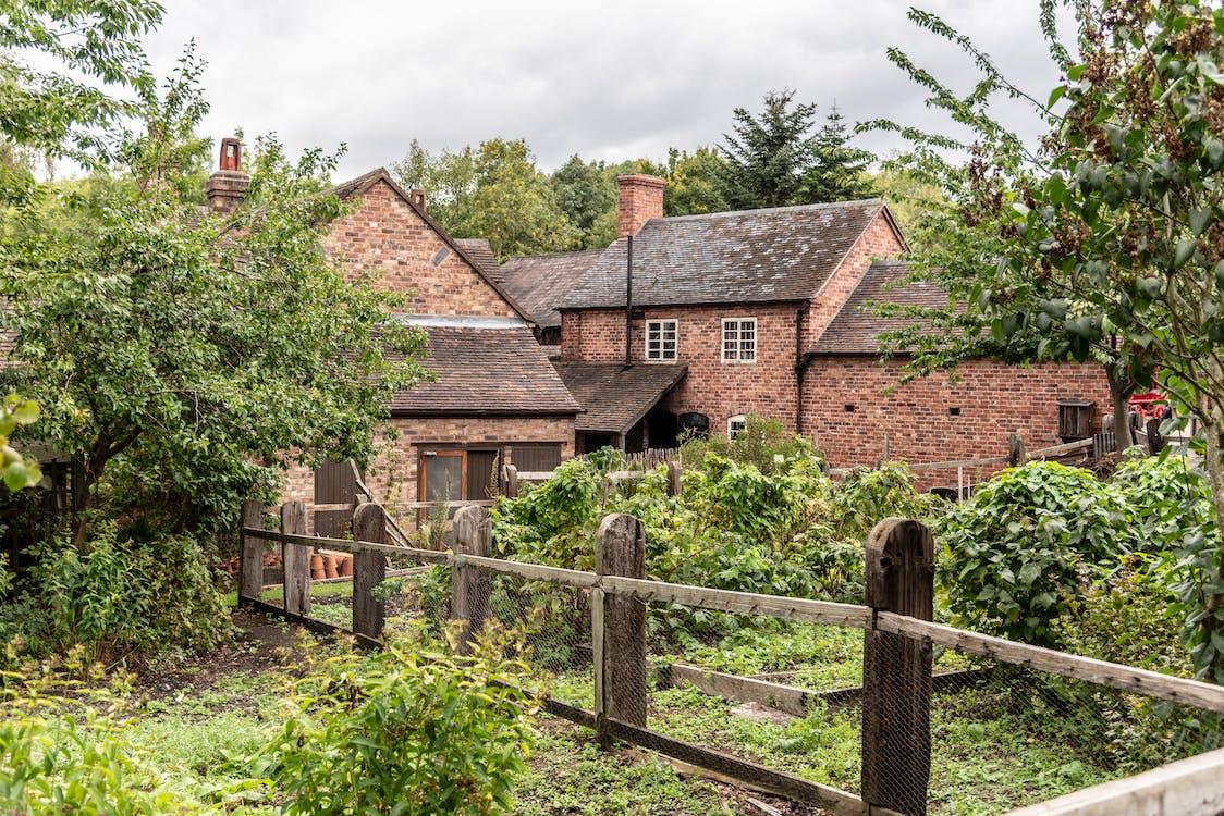 anglická záhrada, staré budovy, záhrada