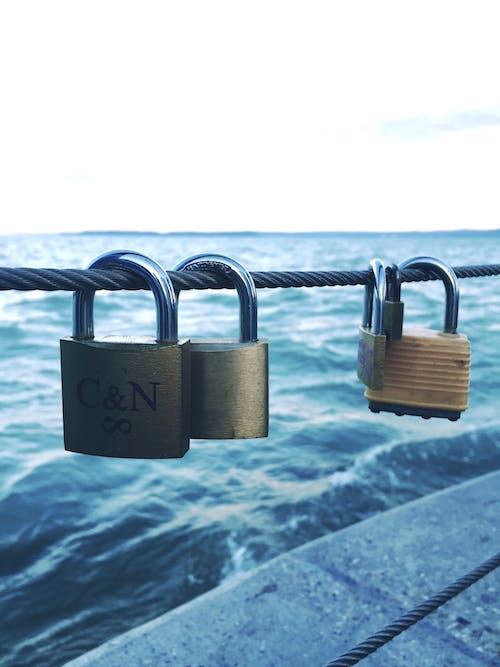 Gratis arkivbilde med bølger, hav, hengt, kjærlighet