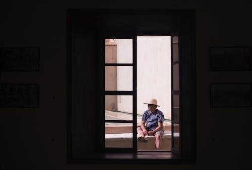 Бесплатное стоковое фото с вход, дверной проем, дверь, мужчина