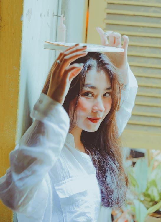 Ážijčanka, ázijské dievča, balansovanie