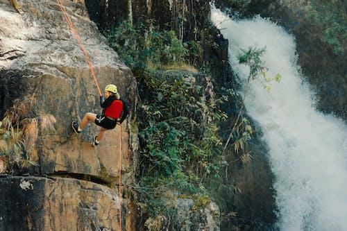 Безкоштовне стокове фото на тему «альпініст, відпочинок, вода, Водоспад»