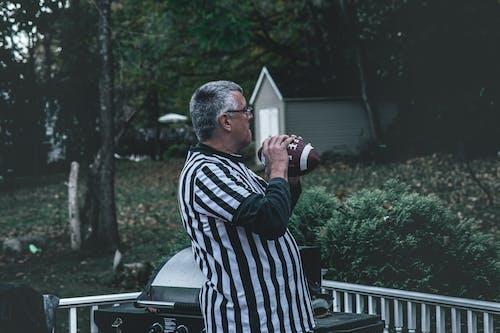 Foto profissional grátis de adulto, árvores, avô, cabelo grisalho