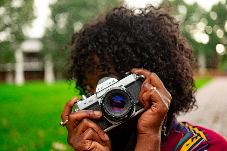 アダルト, アナログカメラ, アフリカ系アメリカ人, アフリカ系アメリカ人女性の無料の写真素材
