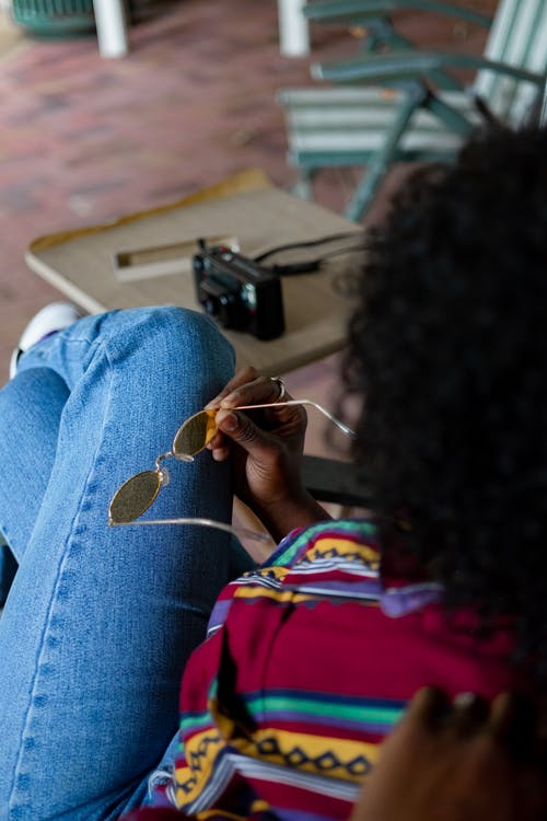 Amerika Afrika, duduk, kacamata hitam