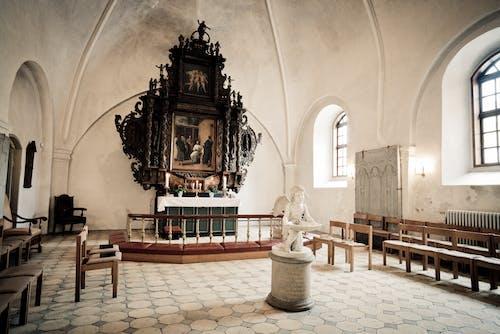 Fotos de stock gratuitas de adentro, altar, ángel, arco