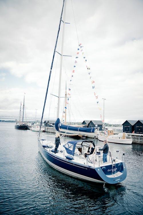Immagine gratuita di acqua, banchina, barche, barche a vela