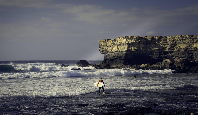 Безкоштовне стокове фото на тему «берег моря, вечір, вода, дошка для серфінгу»