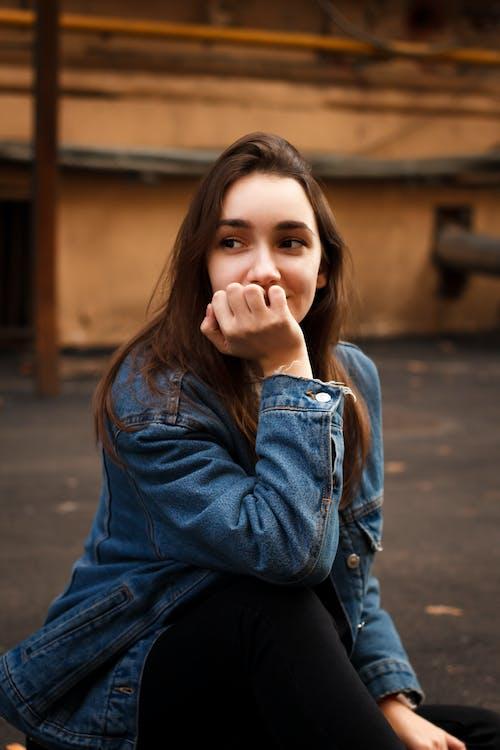 adolescent, atrăgător, brunetă