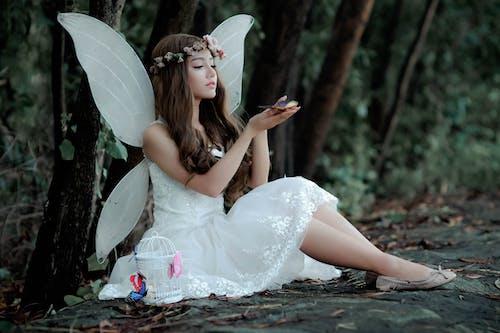 Gratis lagerfoto af blomsterkrone, fantasy, fe, kjole
