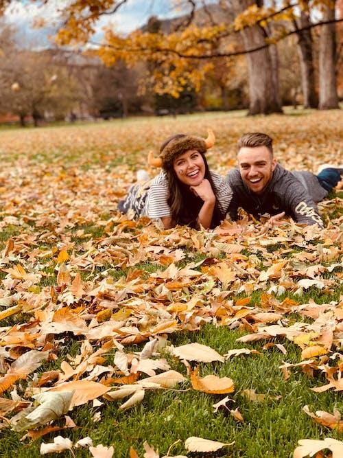Gratis stockfoto met amerika, bomen, glimlach, koppel