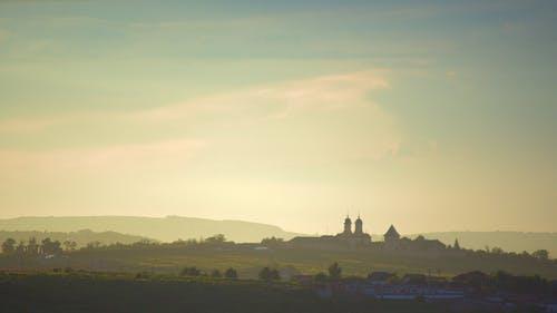 Foto profissional grátis de alvorecer, árvores, castelo, céu