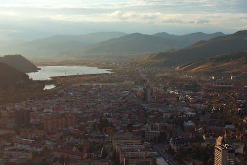 Foto profissional grátis de arquitetura, cadeia de montanhas, cenário, cênico
