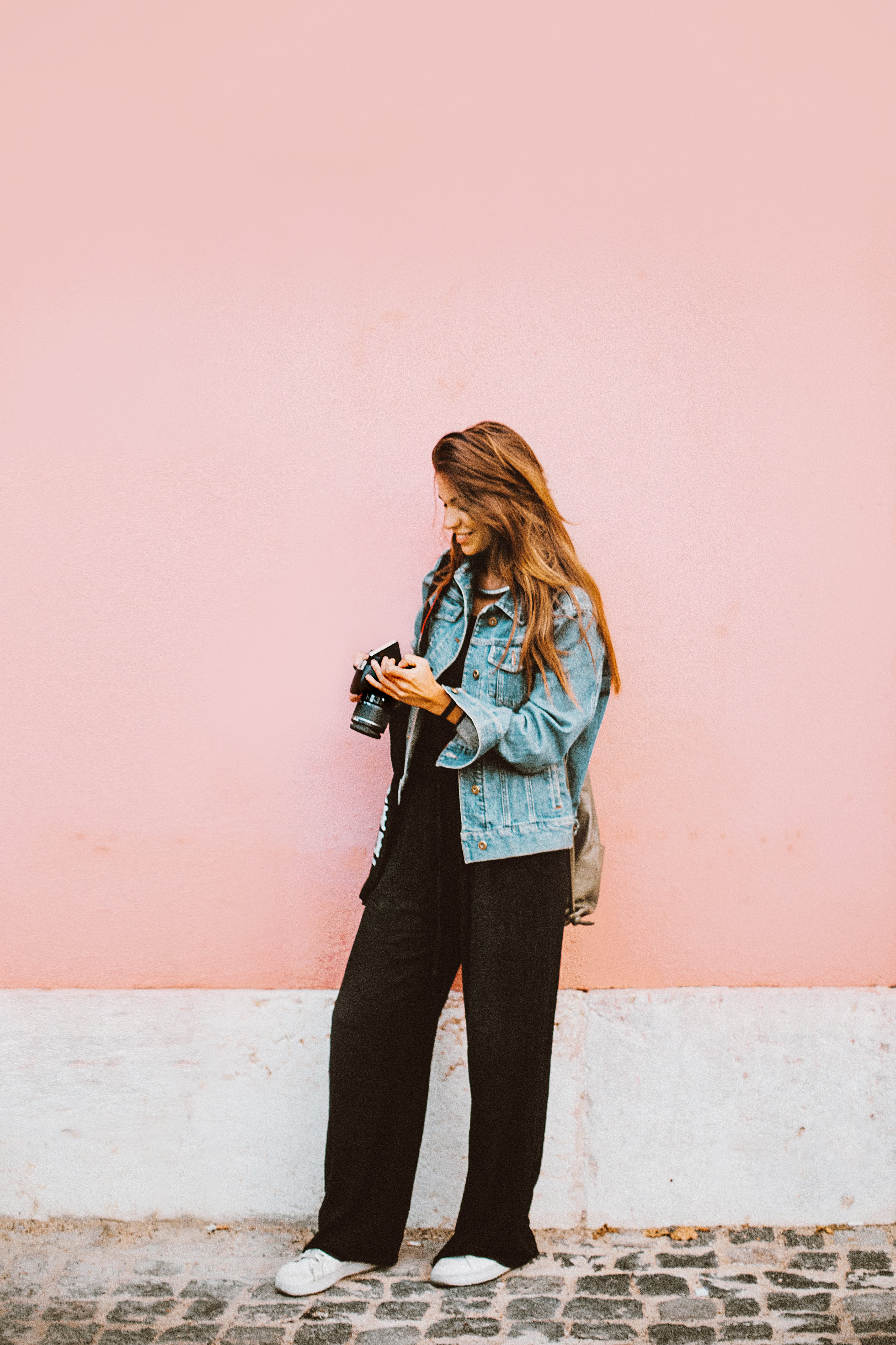 Základová fotografie zdarma na téma atraktivní, brunetka, dáma, džínová bunda