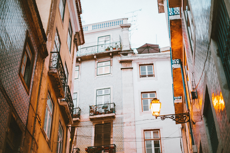 Foto profissional grátis de aparência, apartamento, arquitetura, balcão